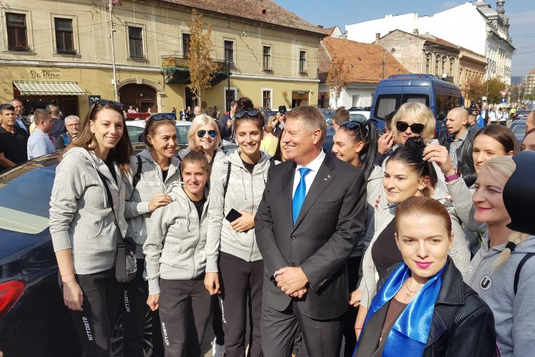 Klaus Iohannis baie de multime la Cluj, ca un superstar - FOTO