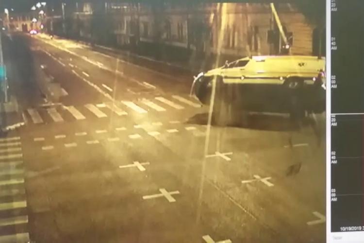 VIDEO LIVE cu ambulanța lovită de un taximetru la Cluj. Erau sau nu pornite semnalele acustice?