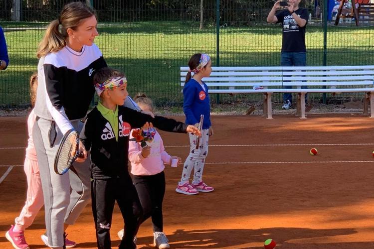 Simona Halep s-a antrenat cu 300 de copii la Cluj. Copiii i-au dat scrisori - FOTO