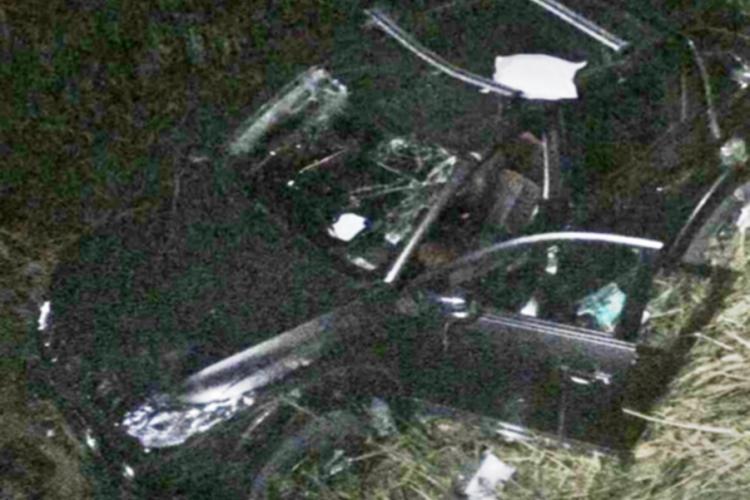 CLUJ: Autoturism căzut de pe pod la Sucutard. Două persoane au rămas încarcerate