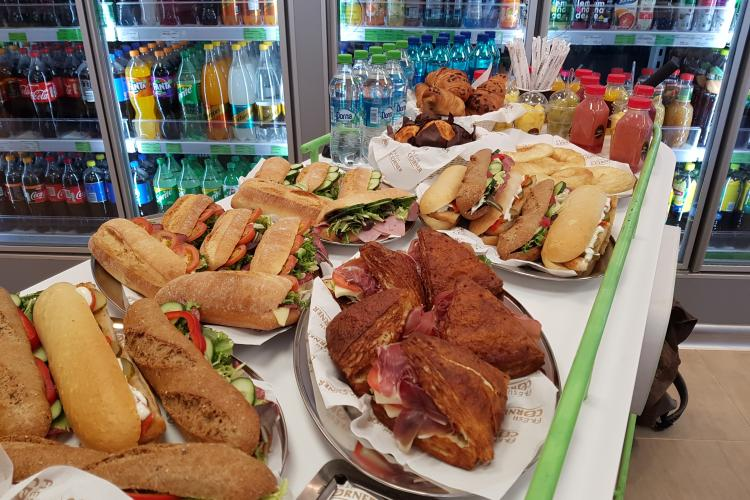 Conceptul Fresh Corner de la MOL România este un succes. Oferă cea mai bună cafea și sandvișuri gustoase și variate - VIDEO