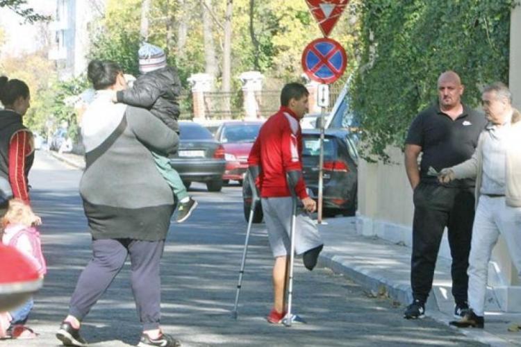 """Sume impresionante donate de Gigi Becali: El """"repară"""" oameni"""