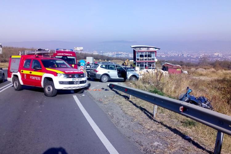 Accident în Feleacu! Motociclist proiectat peste parapetul de pe marginea drumului - FOTO