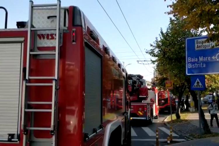 Incendiu la un apartament pe Nicolae Titulescu. Mamă și copilul de opt ani blocați în baie, cu oala pe foc - VIDEO