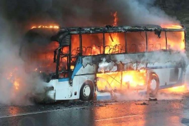Un autobuz a luat foc la Turda. Alte 6 au fost salvate