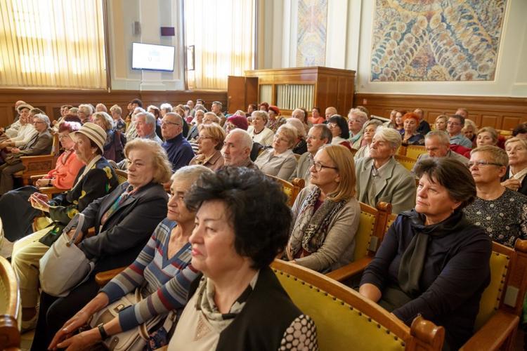 """""""Universitatea Vârstei a III-a"""": Bătrânii clujeni au parte de cursuri din aproape toate domeniile"""