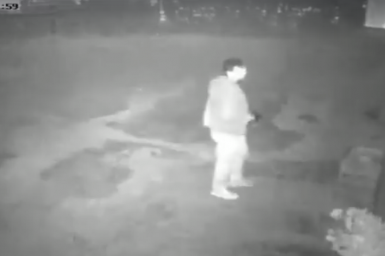 Spărgător filmat în acțiune la un laborator de dulciuri din Cluj-Napoca - VIDEO