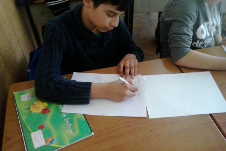 """Proiectul """"Școala după școală"""" , dedicat elevilor din familii marginalizate, continuă și în acest an la Cluj"""