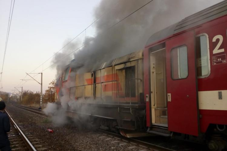 Locomotiva trenului Cluj - Viena a luat foc pe Taietura Turcului - FOTO