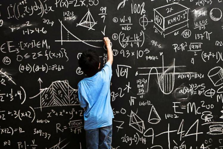 """Părinții de la o școală s-au certat pe Whatsapp din cauza problemei: """"2+2×2-2×2=?"""". Nu e banc, dar nici nu e departe"""