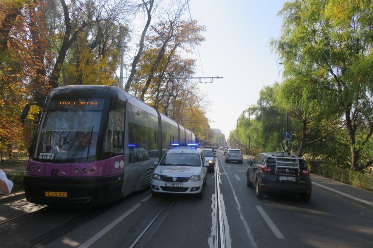 O mașină defectă a blocat tramvaiele în Cluj-Napoca timp de 58 de minute - FOTO