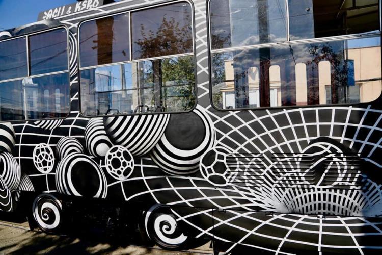 Un tramvai a fost vopsit în culorile Universității Cluj - FOTO