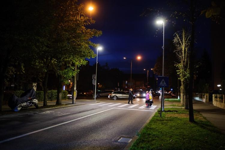 """Primăria Cluj-Napoca anunță că 60 treceri de pietoni sunt """"suprailuminate"""". Alte 53 sunt în lucru"""