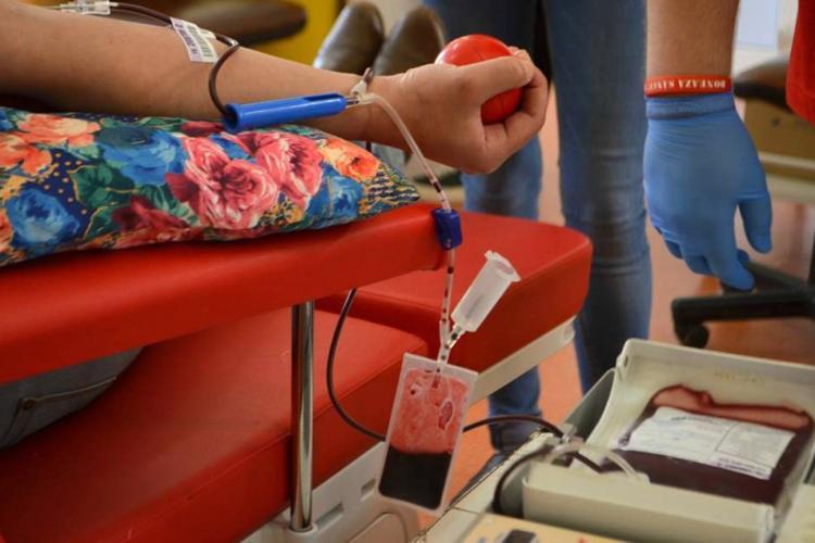 """Cluj: """"Donează sânge! Fii erou!"""", o campanie a Organizației Studenților Mediciniști din Cluj"""