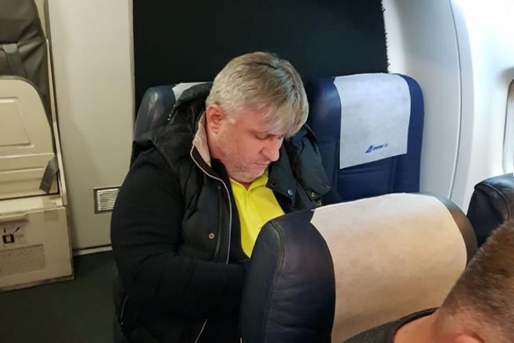 Aroganță PSD -istă! Avion ținut la sol pentru a urca un lider PSD din Transilvania - FOTO