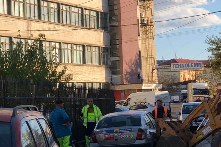 Taximetru mutat cu buldozerul la Cluj-Napoca - FOTO