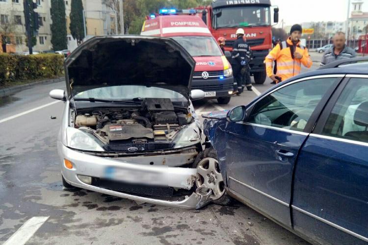 Accident cu trei mașini la Turda. O femeie a fost rănită FOTO