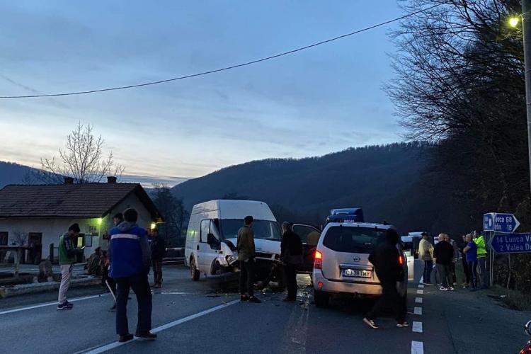 Accident cu 4 victime la Poieni. Printre răniți e și un copil de 3 ani FOTO