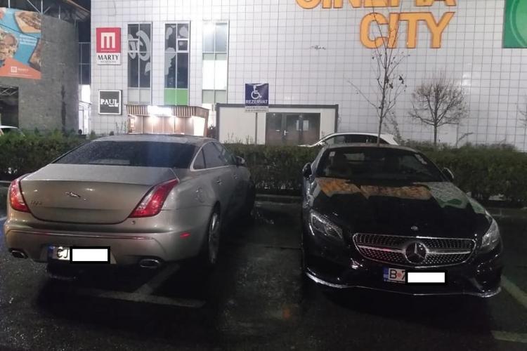 La VIVO! Cluj locurile de parcare destinate celor cu handicap, ocupate de mașini de 100.000 de euro - FOTO