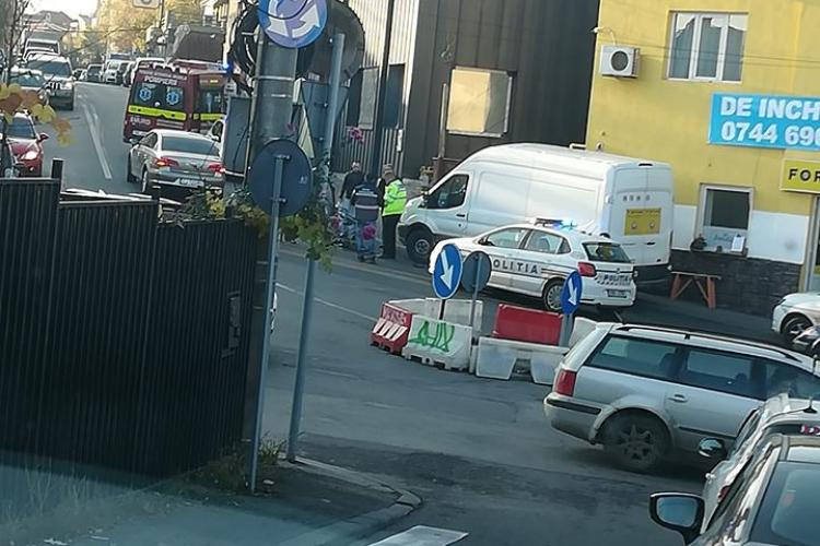 Accident în Gheorgheni! Copil de 10 ani lovit de mașină după ce a ieșit în stradă cu trotineta. Trotuarul era blocat