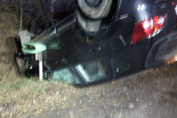 Mașină răsturnată la Mărtinești. AFLĂ tot ce s-a întâmplat chiar de la salvatori - FOTO