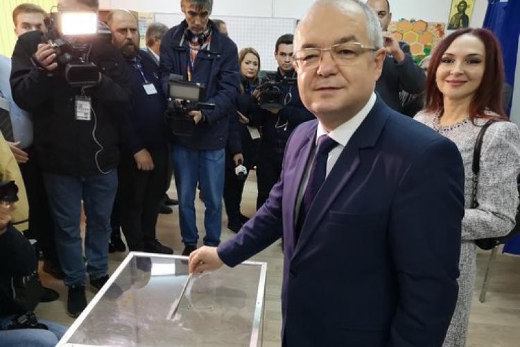 Emil Boc a votat la alegerile prezidențiale și a preluat sloganul diasporei