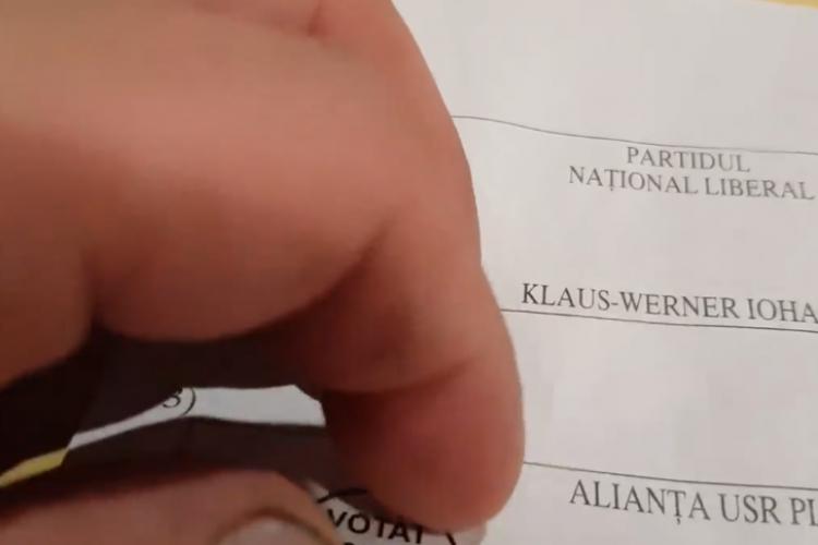 """Autocolantul """"Votat"""" utilizat la votul prin corespondenţă se poate dezlipi ușor - VIDEO"""