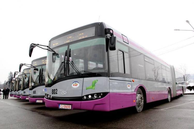 Pensionarii din Florești primesc legitimații gratuite de transport în comun
