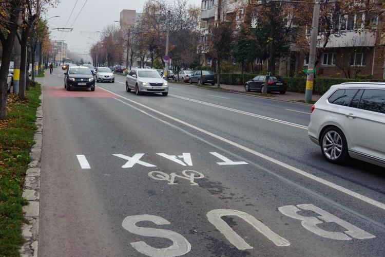 Bicicliștii clujeni, nemulțumiți de faptul că taximetriștii pot folosi benzile de transport în comun din Gheorgheni