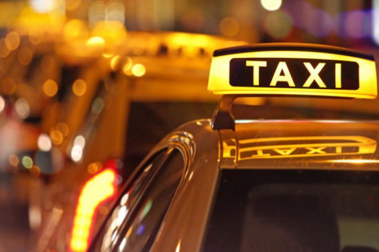 Taximetriștii au pichetat Primăria Cluj-Napoca. Cer creșterea tarifului de la 2,25/km la 3,75/km. Dacă nu, urmează proteste