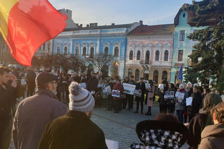 Miting de solidaritate la Cluj cu familia Smicală, ai cărei copii sunt ținuți cu forța în Finlanda - FOTO