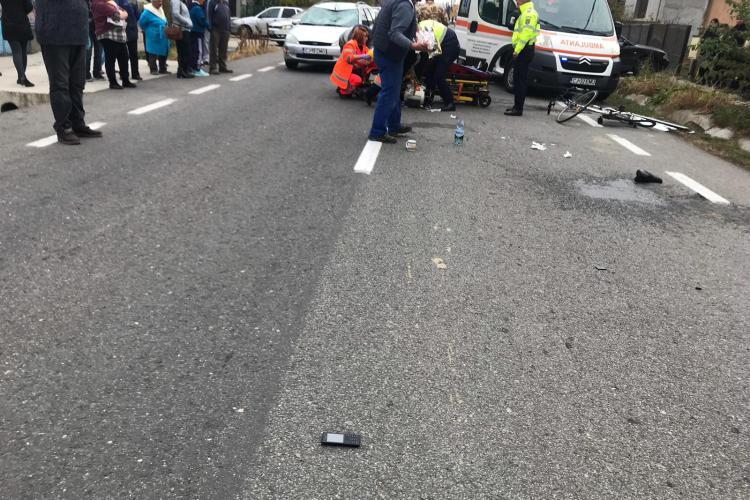 CLUJ: Biciclist rănit grav în urma unui accident. A intrat în fata unei mașini FOTO