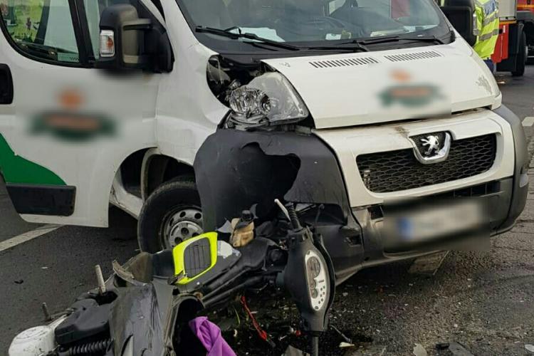 Accident pe strada Avram Iancu, din Florești, între un motoscuter și o autoutilitară - FOTO