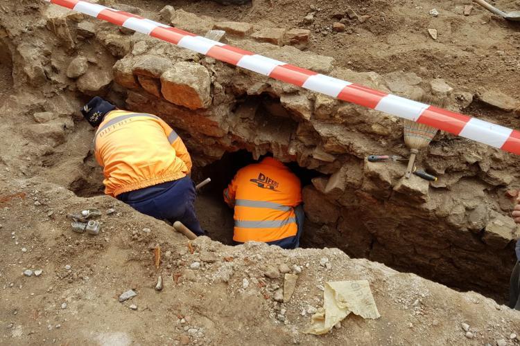 Zid vechi de 300 de ani descoperit pe șantierul lucrărilor de pe strada Regele Ferdinand FOTO
