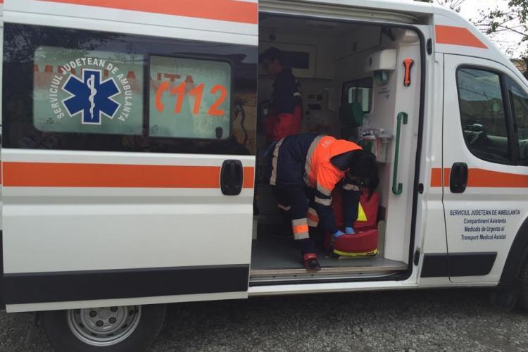 Bărbat mort pe stradă la Gherla. Avea ZILE, dar Ambulanța a venit după 50 de minute de la apelul la 112