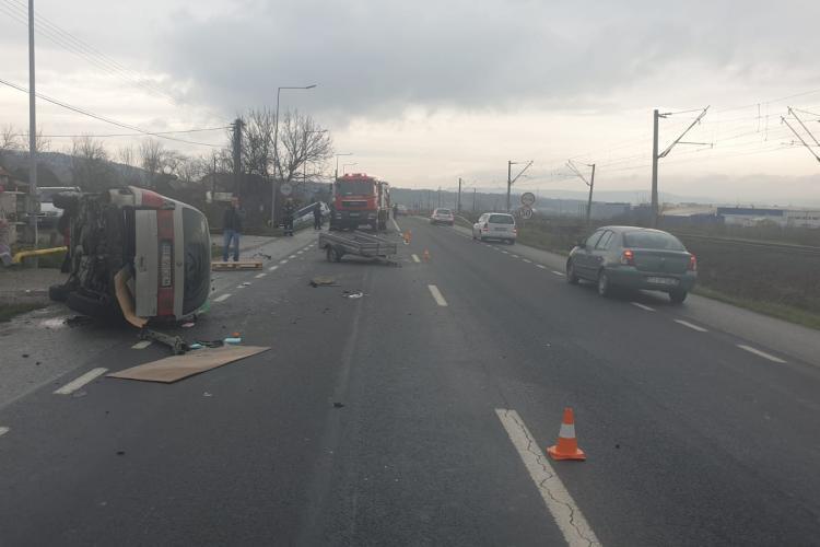 Accident spectaculos la Cluj. Au eșuat în șanțul colector - FOTO