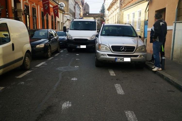 În Cluj-Napoca au fost trasate parcări pentru pigmei - FOTO explicită