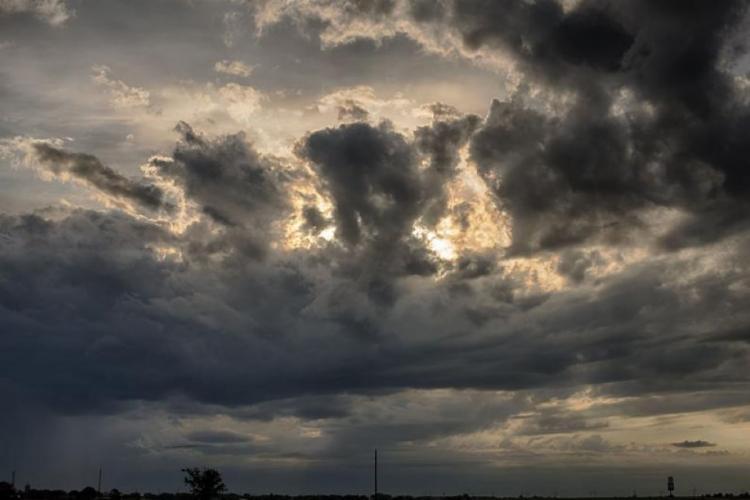 Vreme variabilă în weekend, la Cluj! Ploi, vreme caldă și scăderi bruște de temperatură
