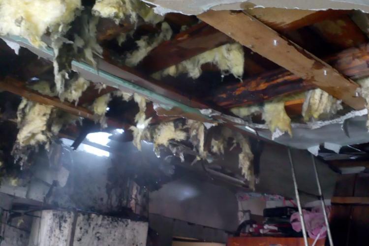 Incendiu la o gospodărie din Turda. Pompierii au stins rapid flăcările FOTO