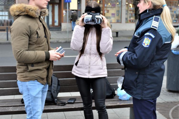 """Campania """"Hoții îți invadează intimitatea"""", la Cluj! Polițiștii îi învață pe cetățeni cum să se ferească de furturile din locuințe"""