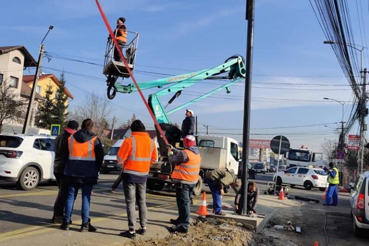 Se montează semafoare în zona Petrom, din Baciu. Primăria reconfigurează și benzile de circulație FOTO
