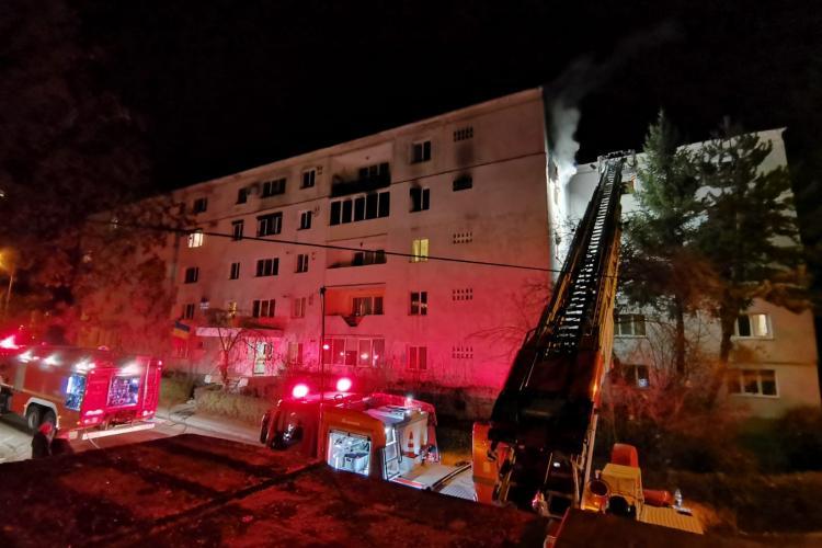 Incendiu puternic pe strada Constantin Brâncuși! Un apartament a luat foc - VIDEO și FOTO