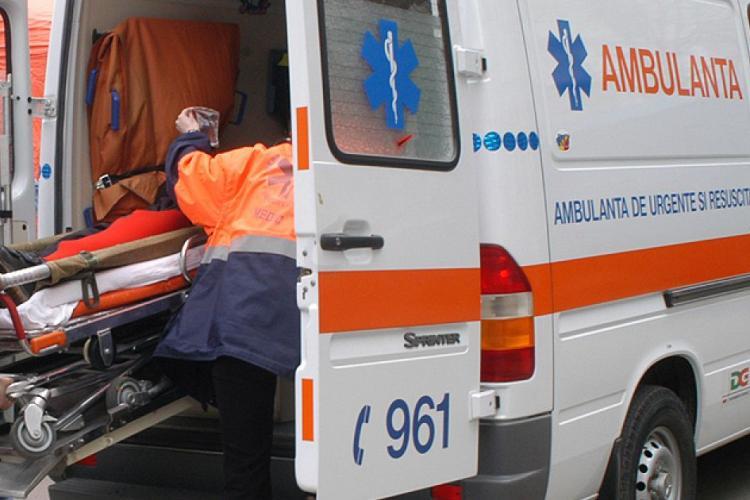Clujeancă lovită de mașină în timp ce mergea pe marginea drumului. Era beată