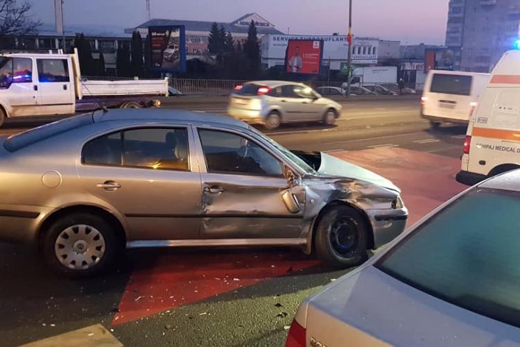 Accident cu victime pe Calea Florești. Un șofer de 71 de ani a intrat cu mașina într-un autobuz FOTO