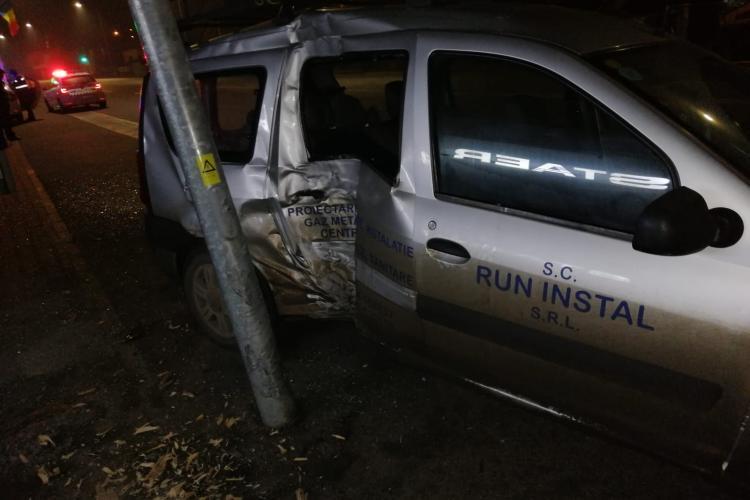Accident rutier pe Calea Baciului! Șofer beat a intrat în branșamentul de gaz - FOTO