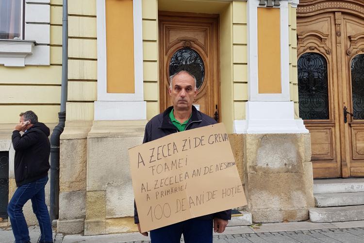 Război într-un bloc din Mănăștur! Un clujean acuză că e terorizat cu petarde aruncate în ușă