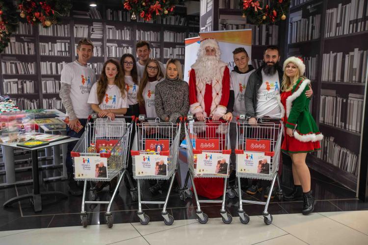 """Proiectul """"Nepoți de Crăciun"""" adună donații la Cluj, pentru bunicii din centrele de zi din Cluj-Napoca și Valea Arieșului"""