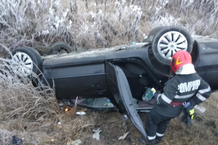 Mașină răsturnată pe Centura Vâlcele - Apahida. Condiții de trafic cu polei - FOTO