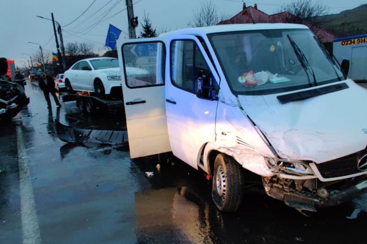 CLUJ: Accident cu 10 victime, între o dubă și un microbuz FOTO