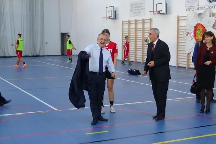 """Sala de sport de la de la Colegiul Național """"George Coșbuc"""" reparată cu 6 milioane de lei. Construcția a costat 2 milioane de lei"""